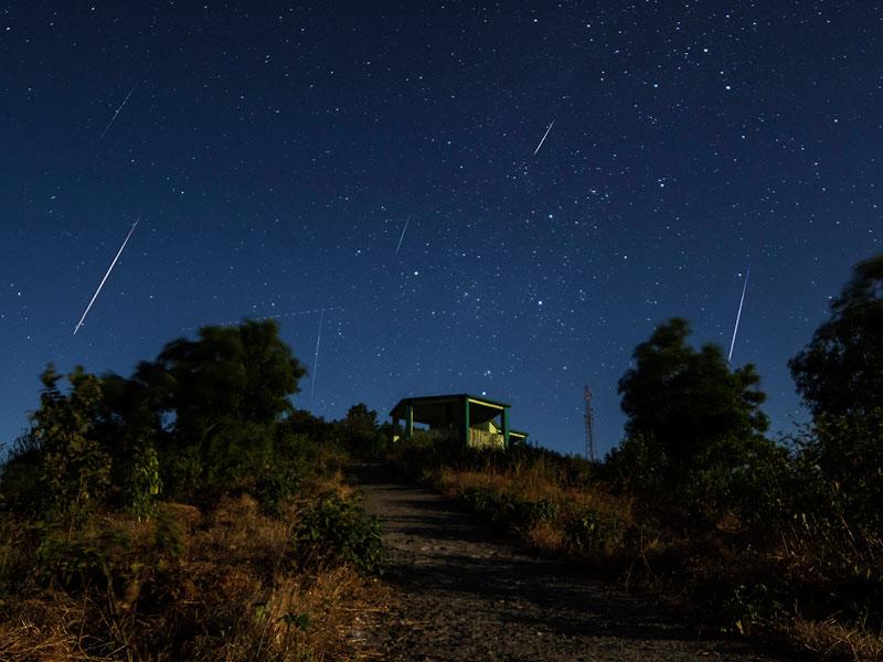 Geminid meteor shower. Image credit: Asim Patelvia, Wikimedia Commons
